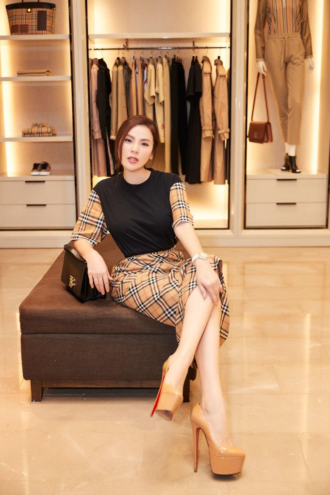 <p> Sắp tới, Phương Lê tiếp tục cho ra mắt ba cơ sở kinh doanh ở Đà Nẵng, Nha Trang và Đắk Lắk.</p>
