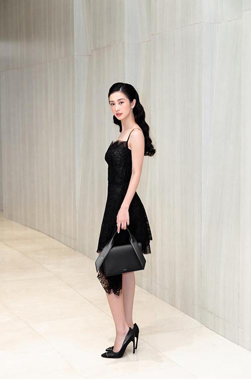 Jun Vũ diện cây đen