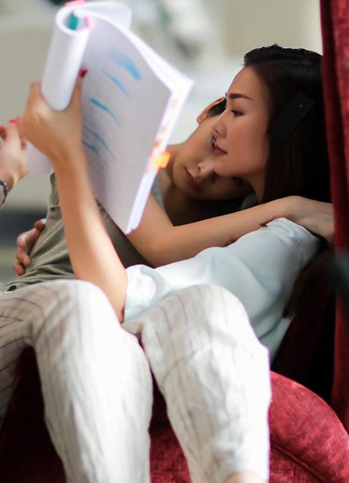 Hậu trường quay phim của Thanh Hằng - Chi Pu thân cực thân khiến fan đoán già đoán non.