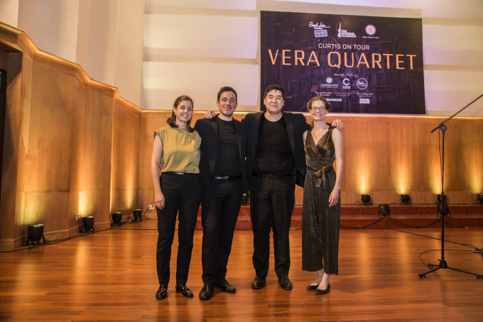 """<p> Đêm nhạc """"tứ tấu đàn dây"""" của nhóm Vera Quartet, đến từ Mỹ diễn ra vào ngày 20/4 tại Nhạc viện TP HCM. Sự kiện hút nhiều khán giả yêu mến dòng nhạc thính phòng, các bạn trẻ đang theo học âm nhạc - nghệ thuật.</p>"""