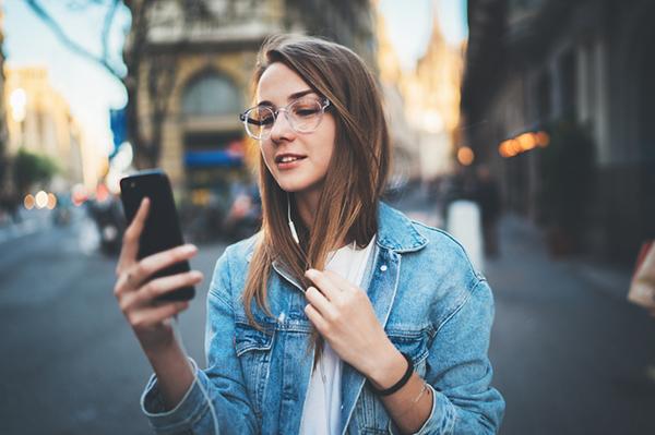 Con gái có nên là người chủ động nhắn tin? - 2