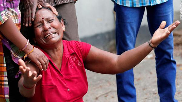 Sự đau đớn tột cùng của người dân Sri Lanka. Ảnh CNN