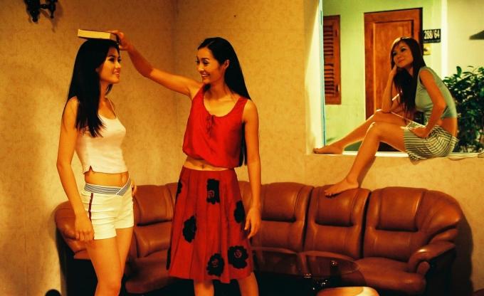 <p> 15 năm trước, <em>Những cô gái chân dài</em> là bộ phim điện ảnh ăn khách, đề cập đến những góc khuất, mặt trái của môi trường showbiz.</p>