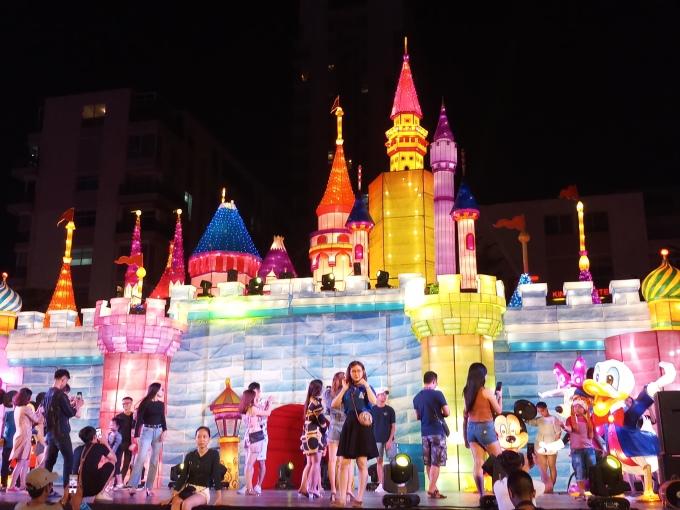 """<p> Hình ảnh lâu đài Disney được đông đảo các bạn trẻ và các em nhỏ ghé thăm để """"sống ảo"""".</p>"""