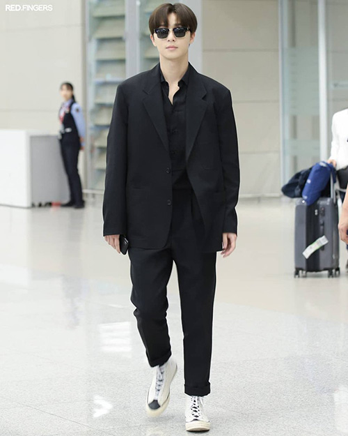 Yoon Ah - Tae Yeon đọ nhan sắc không tuổi ở sân bay - 4