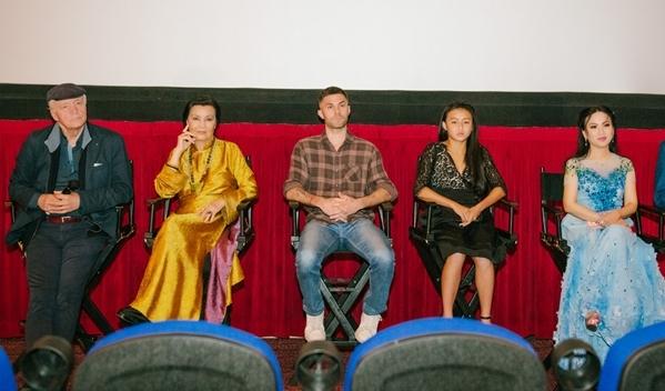 Đoàn phim Finding Julia giao lưu với khán giả Mỹ.