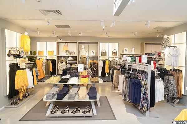 Đại diện thương hiệu cho biết trung tâm mua sắm OVS sẽ đem đến cho khách hàng trên toàn quốc trải nghiệm thú vị cùng sản phẩm có chất liệu thoáng mát, đặc tính thấm hút tốt, thân thiện làn da nhạy cảm và đặc biệt thích hợp khí hậu nóng ẩm ở Việt Nam.