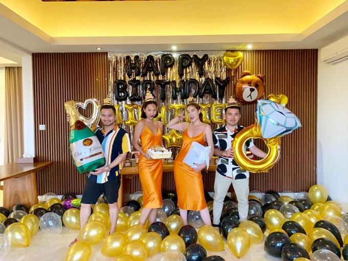 <p> Kỳ Duyên - Minh Triệu cùng diện váy hai dây màu cam ôm sát cơ thể. NTK Lê Thanh Hòa (bìa phải) cũng có mặt trong bữa tiệc chào đón tuổi mới của Minh Triệu.</p>