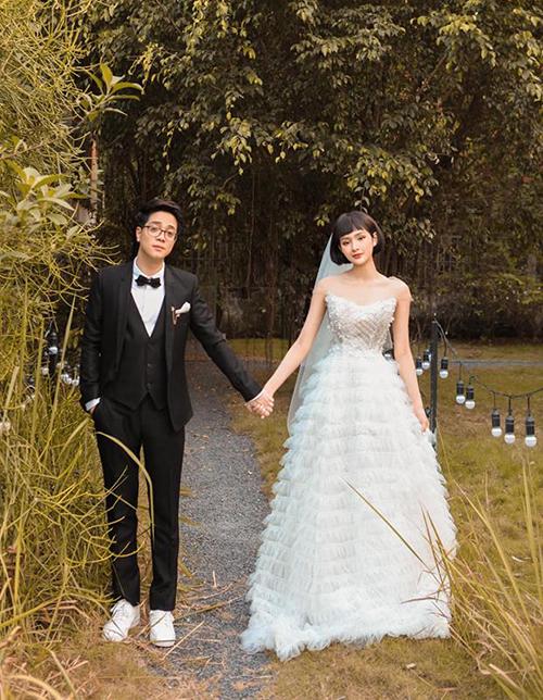 Bùi Anh Tuấn và Hiền Hồ đầu tư chụp ảnh cưới long lanh để quảng bá cho sản phẩm mới.