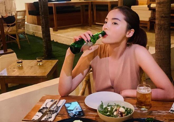 <p> Mới đây fan phát hiện Hoa hậu Việt Nam 2014 sử dụng ảnh của siêu mẫu sinh năm 1988 làm hình nền điện thoại.</p>