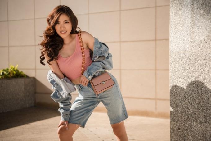 <p> Trong bộ ảnh mới, Nguyễn Thị Thành trở nên mới mẻ nhờ đầu tư hình ảnh khi cool ngầu, cá tính, khi lại sexy đầy hoang dại.</p>