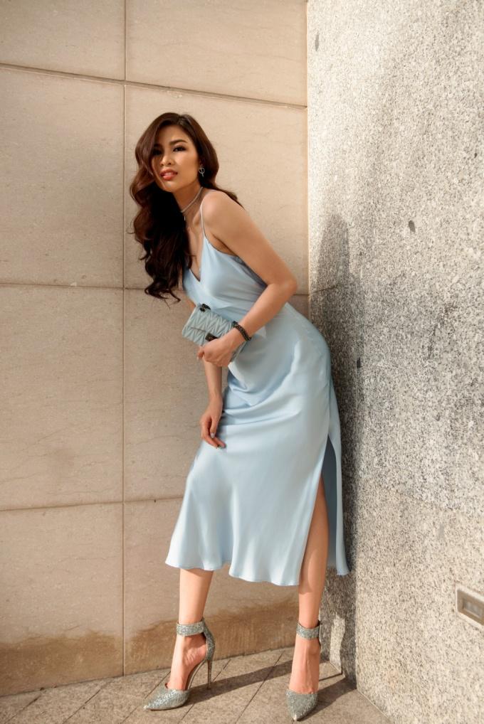 <p> Đây là hình ảnh Nguyễn Thị Thành sexy khi diện váy hai dây.</p>