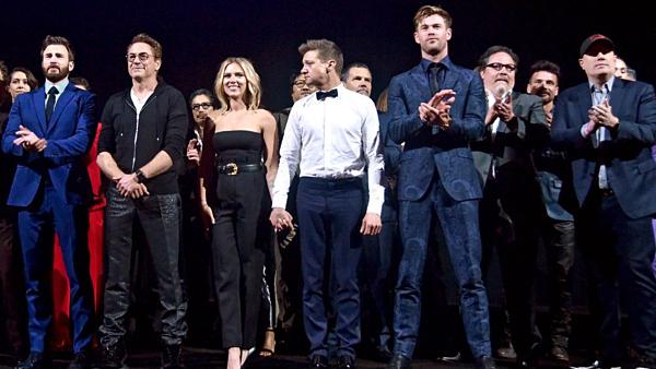 Đoàn làm phim có mặt trong buổi công chiếu.