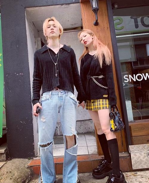 Hyun Ah - EDawn tay trong tay dạo phố. Cặp đôi