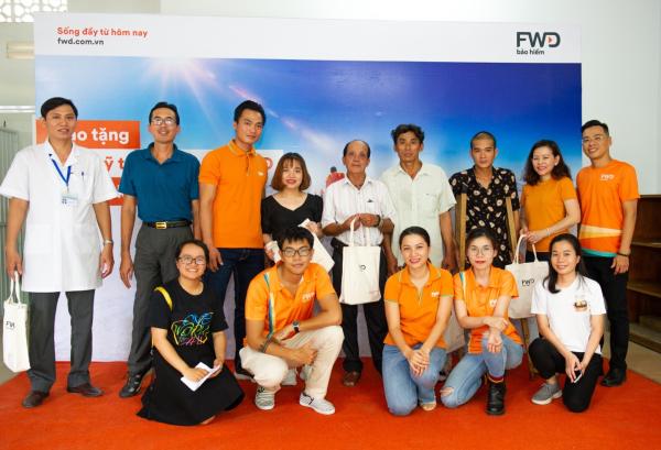 Những người đầu tiên được lắp chân giả nhờ vào Quỹ tặng chân giả tiếp bước cho những đôi chân khát khao được bước của FWD