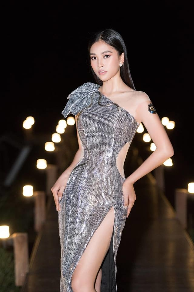 <p> Những bộ cánh cắt xẻ khoe lợi thế vóc dáng được Tiểu Vy ưa chuộng hơn. Cách chọn trang phục, make-up, làm tóc cho thấy sự trưởng thành về phong cách của hoa hậu sinh năm 2000.</p>
