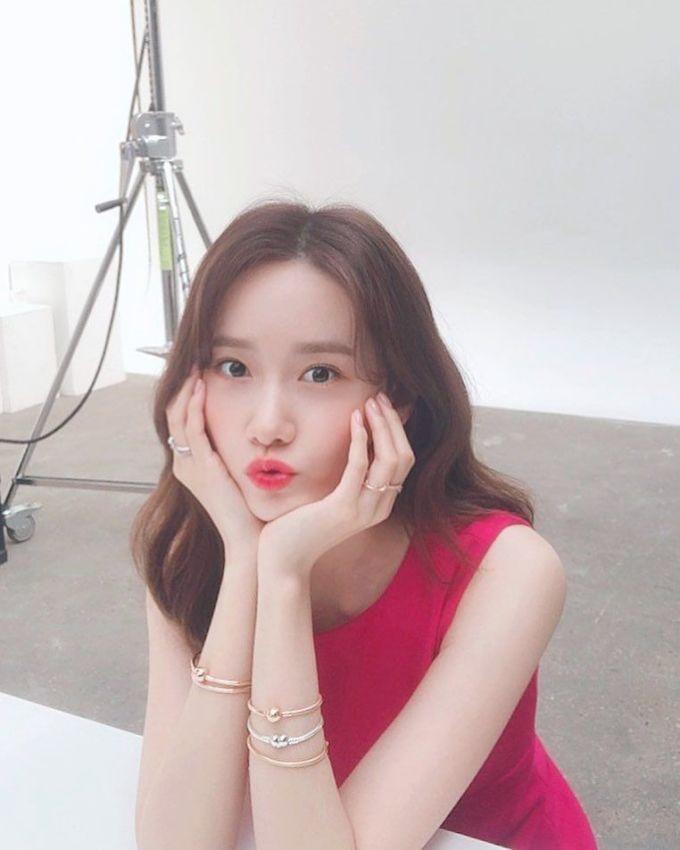<p> Yoon Ah đứng ở vị trí thứ 7 trên bảng xếp hạng. Nữ ca sĩ thường đăng những khoảnh khắc đời thường khi đi du lịch hoặc khoe tài nấu ăn với 9,7 triệu người theo dõi.</p>