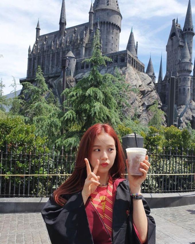 <p> Ji Soo đứng ở vị trí thứ 4, cô nàng mới vượt qua tiền bối Tae Yeon với 13,34 triệu người theo dõi. Nhan sắc đỉnh cao là yếu tố giúp những bức ảnh của nữ idol hút nhiều like. Dù chỉ trang điểm nhạt, Ji Soo vẫn xinh đẹp.</p>
