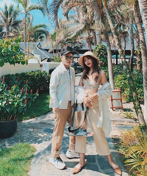 Quỳnh Châu mặc tông xuyệt tông khi đi nghỉ dưỡng cùng bạn thân Lý Giám Tiền.