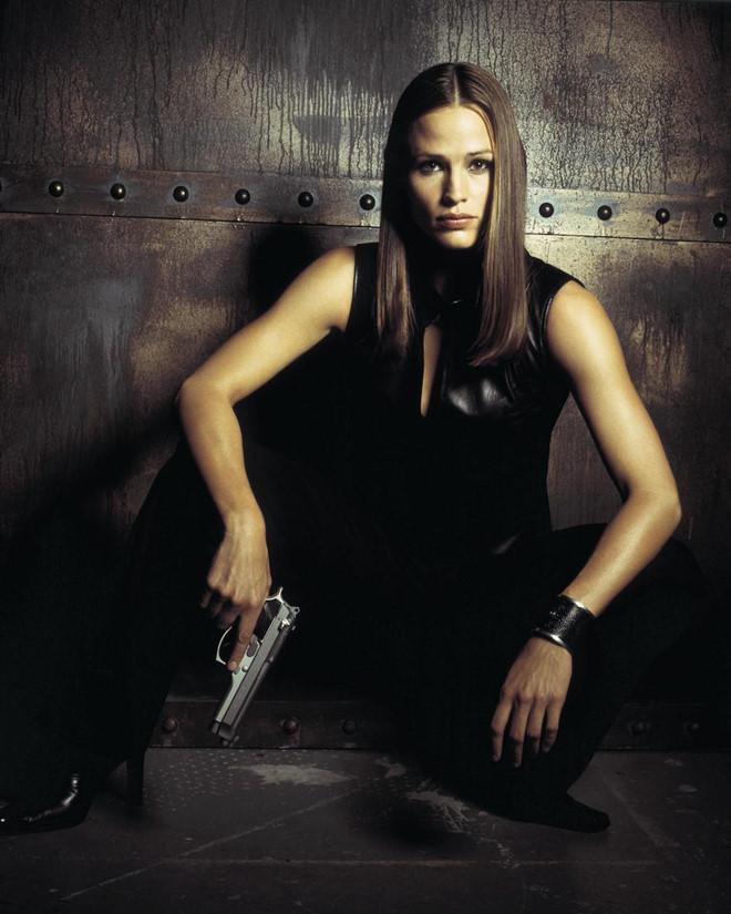 <p> Nhờ nhan sắc nổi trội, khả năng diễn xuất tự nhiên, Garner từng được đóng vai nhỏ trong ba tập của phim truyền hình <em>Felicity</em> trước khi nổi tiếng với vai diễn trong các phim <em>Dude, Where's My Car </em>đầu những năm 2000.</p>