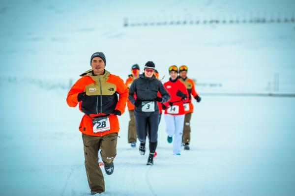 Nhiên đã xuất sắc chinh phục cự ly 42km tại đường đua băng giá và giúp nhân đôi số tiền của Quỹ tặng chân giả lên 400 triệu đồng