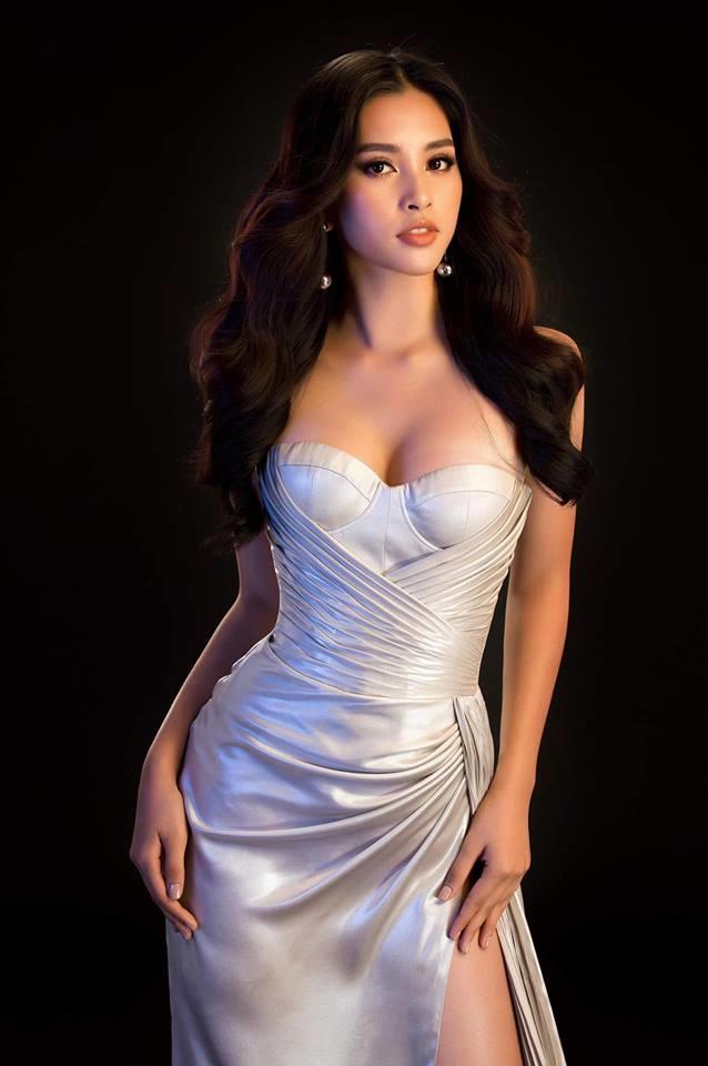 <p> Sở hữu số đo 85-63-90, cô tự tin mặc đẹp nhiều kiểu đầm dạ hội khác nhau.</p>