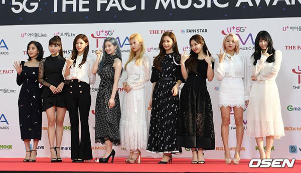 Chiều ngày 24/4, hàng loạt nhóm nhạc của Kpop tham dự Lễ trao giải The Fact Music Awards. Các thành viên Twice có gu thời trang tinh tế, sang trọng trên thảm đỏ. Nhóm đang bắt đầu kỳ quảng bá ca khúc Fancy.