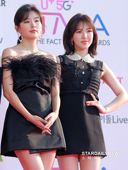 Seul Gi và Wendy cũng không hề kém cạnh trưởng nhóm. Seul Gi có hình tượng sắc sảo nhờ đôi mắt một mí còn Wendy thì có style trái ngước, nhẹ nhàng hơn.