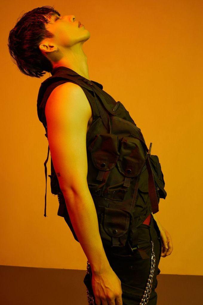 """<p> Tuấn Trần bị gắn mác là """"người tình phim ảnh"""" của Hari Won vì được mời diễn xuất các vai nam chính nhiều lần. Anh chàng từng góp mặt trong các MV như """"Có chăng chỉ là giấc mơ"""", web drama """"Thiên Ý"""", """"Gia đình Mén""""...</p>"""