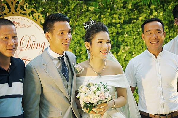 Hùng Dũng và vợ trong hôn lễ.