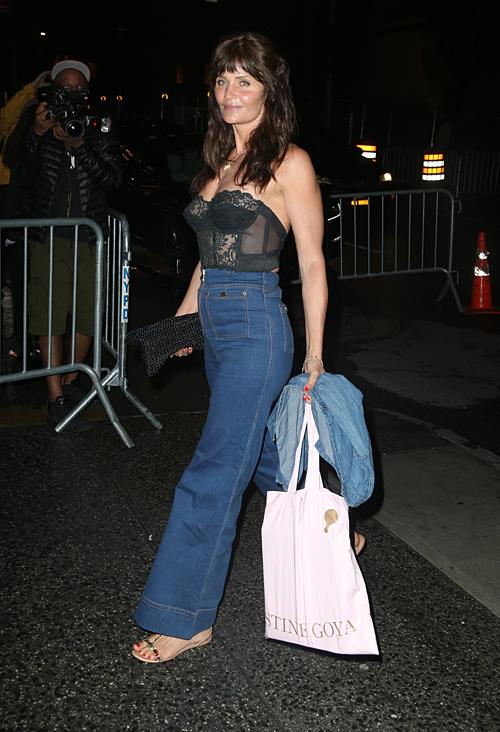 Cựu người mẫu Helena Christensen khiến công chúng trầm trồ bởi vẻ đẹp trẻ trung ở tuổi 50.