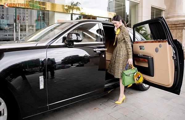 Rolls-Royce Ghost có giá trị lên tới 40 tỷ đồng.