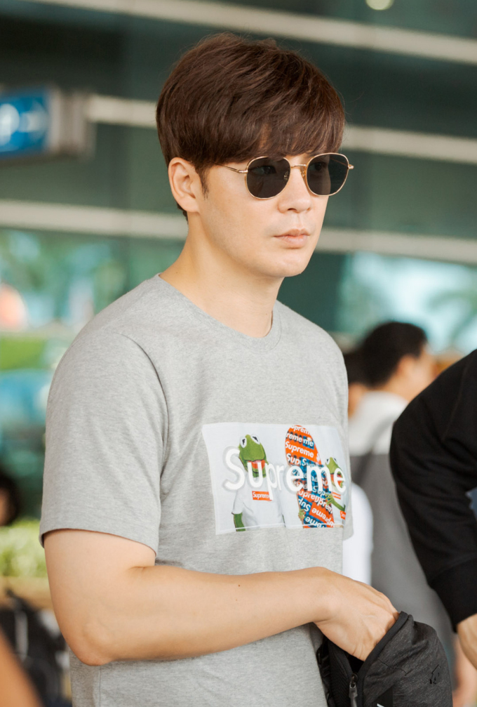 <p> Nam diễn viên Kang Eun Tak có style ăn mặc giản dị, khỏe khoắn.</p>