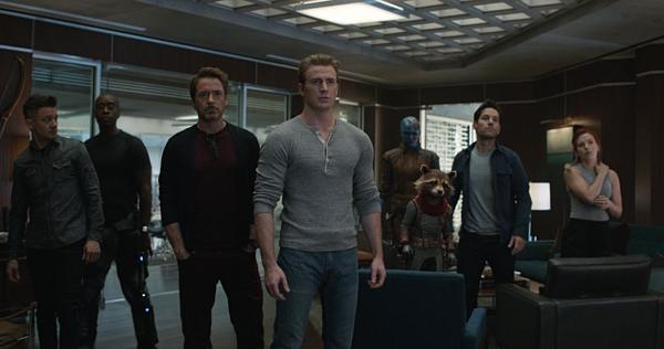 'Avengers: Endgame': Đại tiệc chia tay hoành tráng chỉ fan Marvel được mời - 2