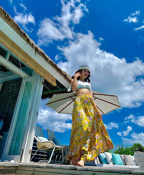Phương Trinh Jolie diện váy bay bổng như nàng thơ ở Bali.