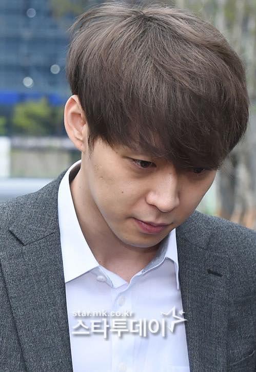 Park Yoo Chun phồng má tạo dáng khi đến buổi thẩm vấn của cảnh sát - 4