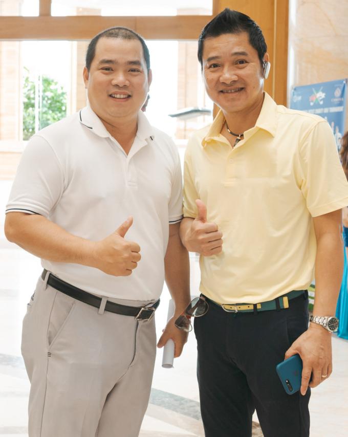 <p> Phía nghệ sĩ Việt Nam có sự xuất hiện của nhiều gương mặt quen thuộc. Danh thủ Hồng Sơn và nhạc sĩ Minh Khang (trái).</p>
