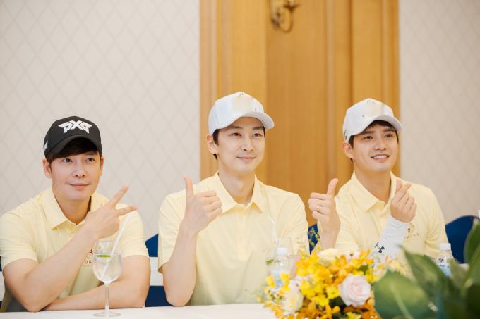 <p> Họ sẽ di chuyển đến Phú Quốc, tiếp tục thi đấu trong ngày 27/4.</p>