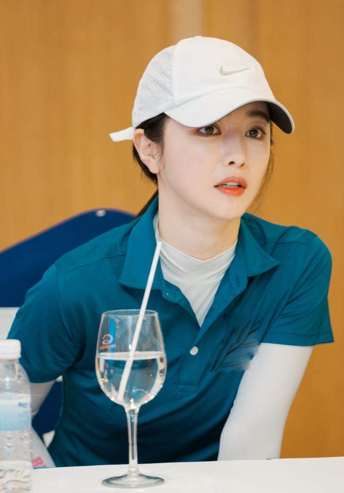 """<p> """"Mỹ nhân dao kéo"""" Hong Soo Ah đời thực có ngoại hình như học sinh dù đã ngoài 30 tuổi.</p>"""