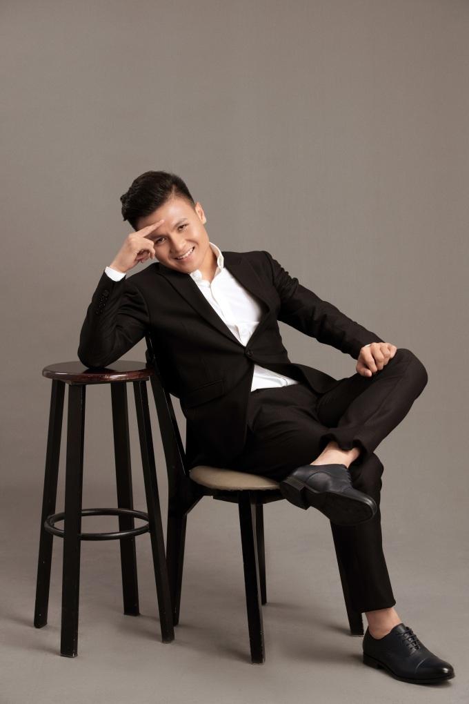 <p> Quang Hải hào hứng tham gia dự án ý nghĩa của Xuân Lan. Trong năm qua, anh chàng liên tiếp được mời chụp hình thời trang, làm gương mặt quảng cáo cho nhiều thương hiệu lớn.</p>