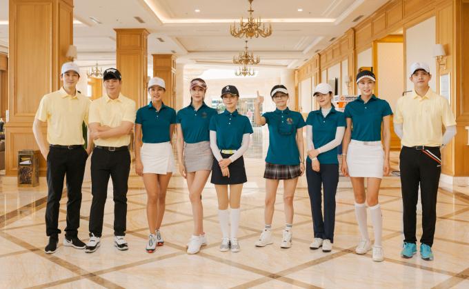 """<p> Ngày 26/4, nhiều sao Hàn tham dự một giải golf từ thiện ở TP HCM. Gây chú ý là cặp đôi Kang Eun Tak - Lee Young Ah. Cả hai từng có thời gian yêu đương mặn nồng nhưng quyết định chia tay vào đầu 2019. Họ """"đường ai nấy đi"""" do lịch trình làm việc bận rộn.</p>"""