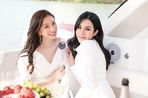 Diệp Lâm Anh đón sinh nhật cùng Lam Cúc.