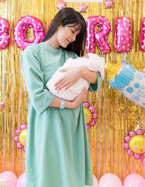 Những người đẹp Việt vừa sinh con ít tháng lại mang bầu