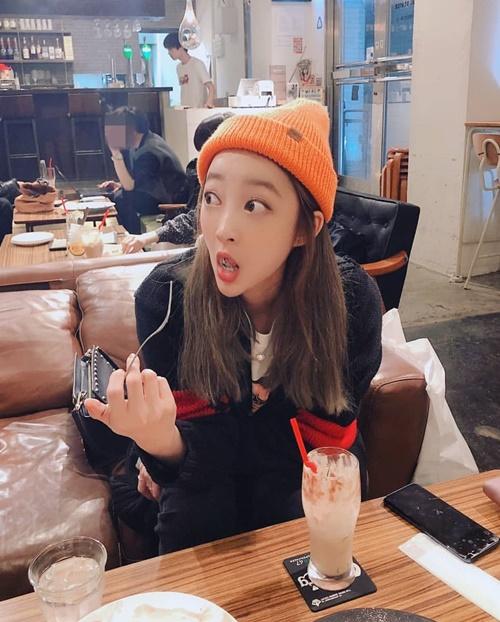Hye Rin (EXID) trố mắt há hốc, biểu cảm siêu hài khiến fan chỉ muốn đội quần.
