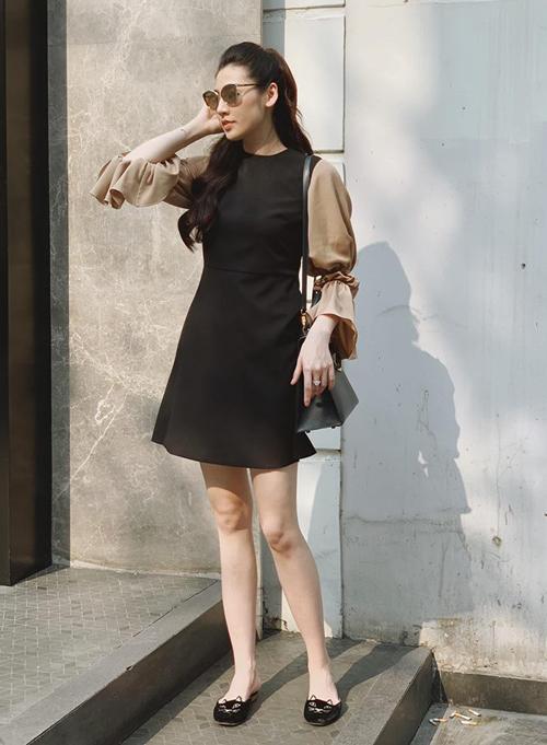 Tú Anh xinh yêu trong bộ váy tự thiết kế mix giày bệt ra phố.