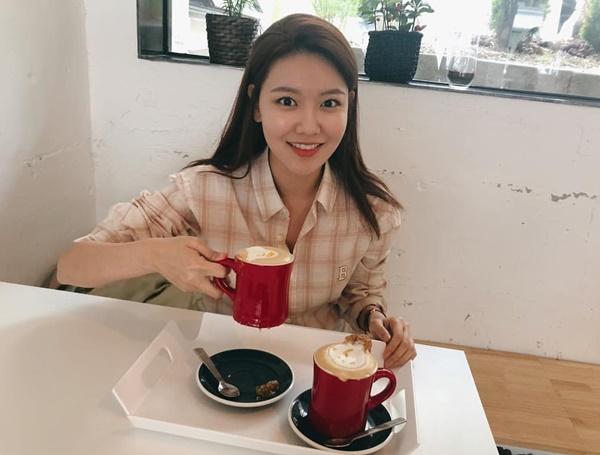 Instagram sao Hàn 30/4 - page 2 - 8
