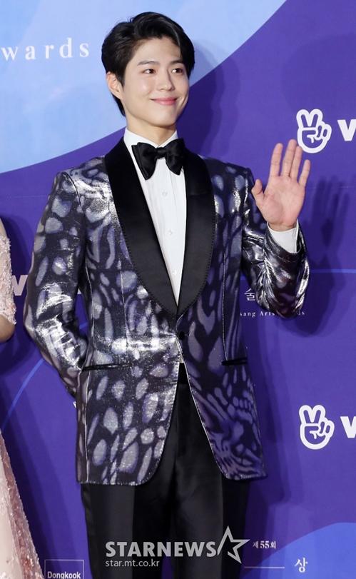 Park Bo Gum điển trai, bảnh bao khi xuất hiện trên thảm đỏ.