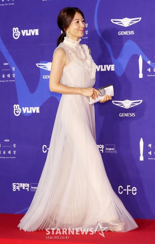 Kim Hae Ae gây sốt với vóc dáng trẻ trung, săn chắc ở tuổi 52.