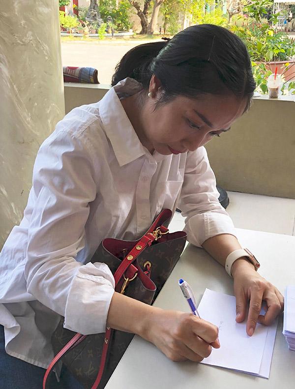 Ốc Thanh Vân tại tang lễ Lê Bình. Ảnh: Tuấn Võ