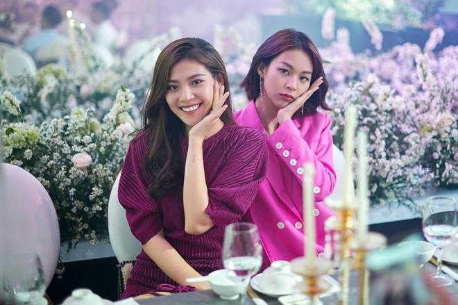 <p> Chúng Huyền Thanh (trái) và Phí Phương Anh (phải) là những người bạn thân thiết với Lê Hà trong cuộc thi The Face 2016.</p>
